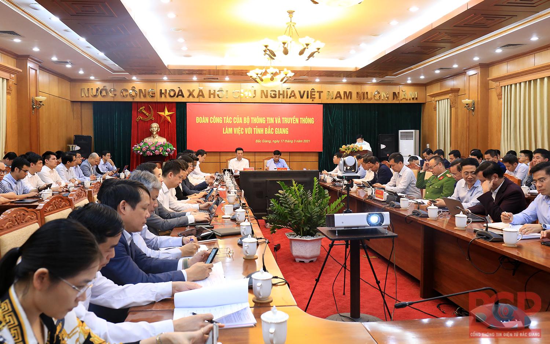Edmicro là một trong hai đơn vị được chọn thí điểm triển khai chương trình giáo dục số tại 2 huyện tỉnh Bắc Giang